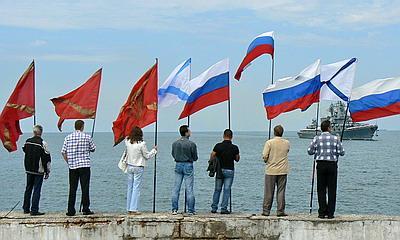 4ba460b96675 Новый Регион  Жители Севастополя приветствовали крейсер Москва, вернувшийся  на базу ЧФ РФ (ФОТО